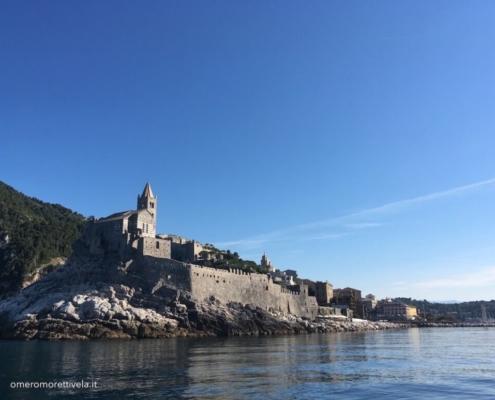 week end in barca a vela liguria portovenere chiesa